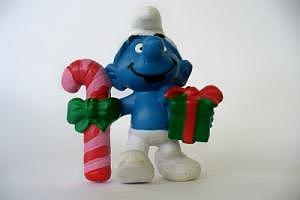 Weihnachtsschlumpf mit Stock und Paket