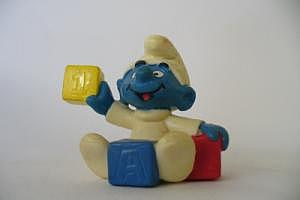 Babyschlumpf mit Bauklötzen (gelb-blau-rot)