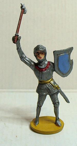 Merten Ritter 4cm mit in Angriffsstellung