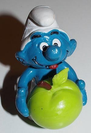 Schlumpf mit Apfel von Schleich, gut erhalten