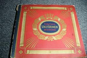 """Sammelalbum Waldorf-Astoria """"Uniformen der alten Armee"""""""